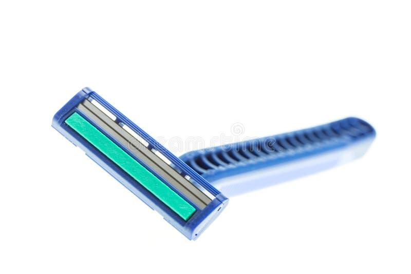 Schließen Sie herauf den neuen blauen Rasierapparat, der auf Weiß lokalisiert wird lizenzfreie stockfotos