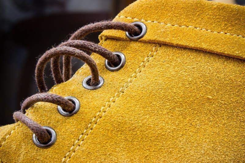 Schließen Sie herauf Detail des orange Schuhes lizenzfreie stockfotos