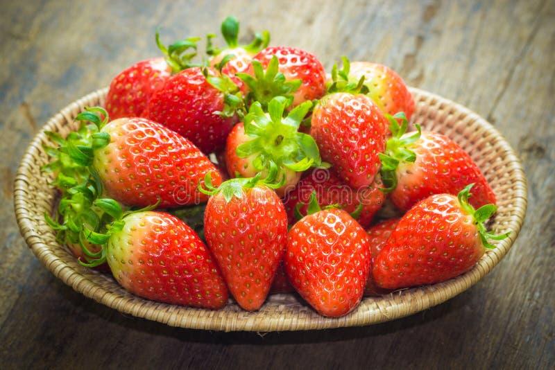 Schließen Sie herauf die Gruppe der frischen roten Erdbeere, gemacht mit Filter stockfoto