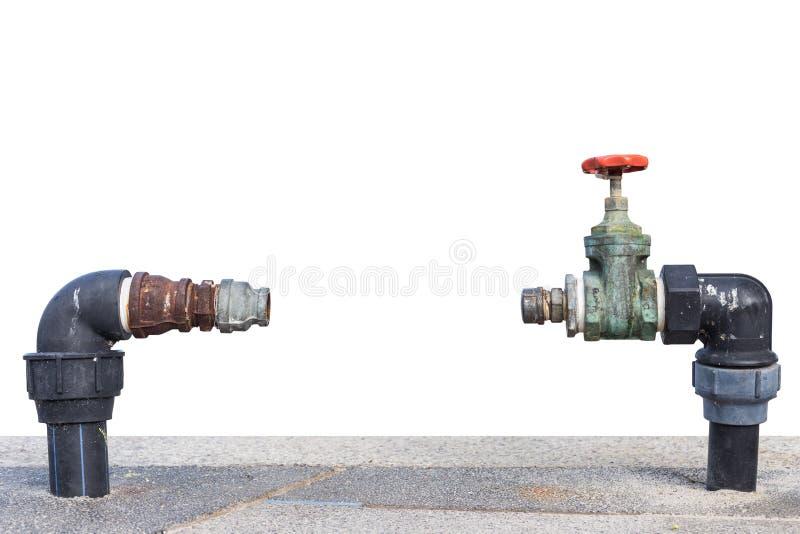 Schließen Sie herauf fehlendes Meter des alten und schmutzigen Leitungswasserventils auf Beton stockfotografie