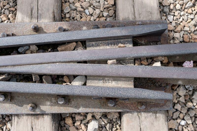 Schließen Sie herauf Foto von Bahngleisen an Konzentrationslager Auschwitz Birkenau lizenzfreie stockfotos