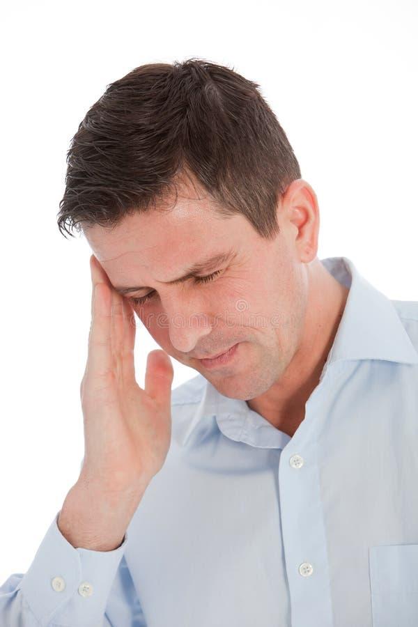 Schließen Sie herauf jungen Geschäftsmann Suffering From Headache stockfotos