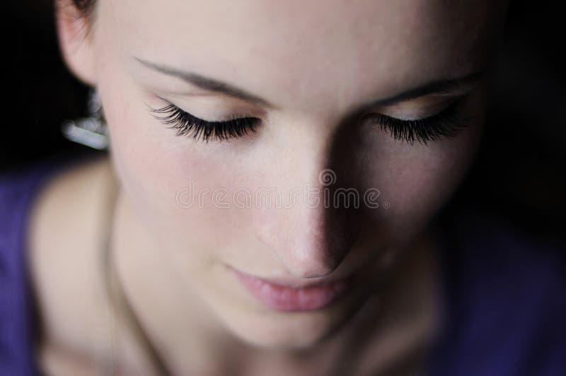 Schließen Sie herauf Mädchenporträt mit langen Peitschen lizenzfreie stockbilder