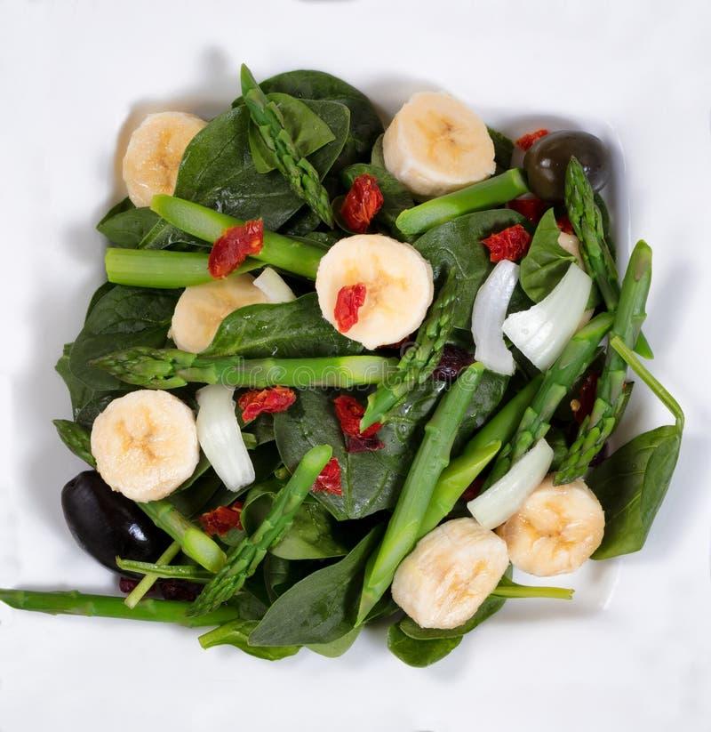 Schließen Sie herauf obenliegende Ansicht eines frischen ernährungsmäßigsalats lizenzfreie stockfotografie