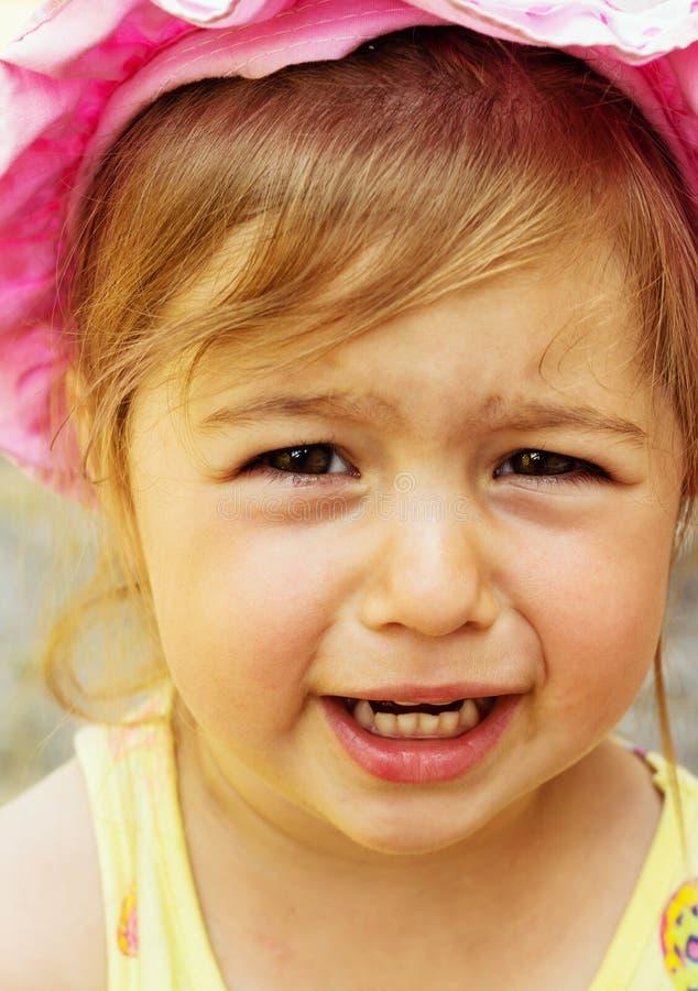 Schließen Sie herauf Porträt des netten traurigen Kleinkindes stockbild