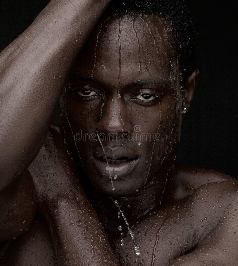 Wasser, das hinunter Gesicht tropft stockfotografie