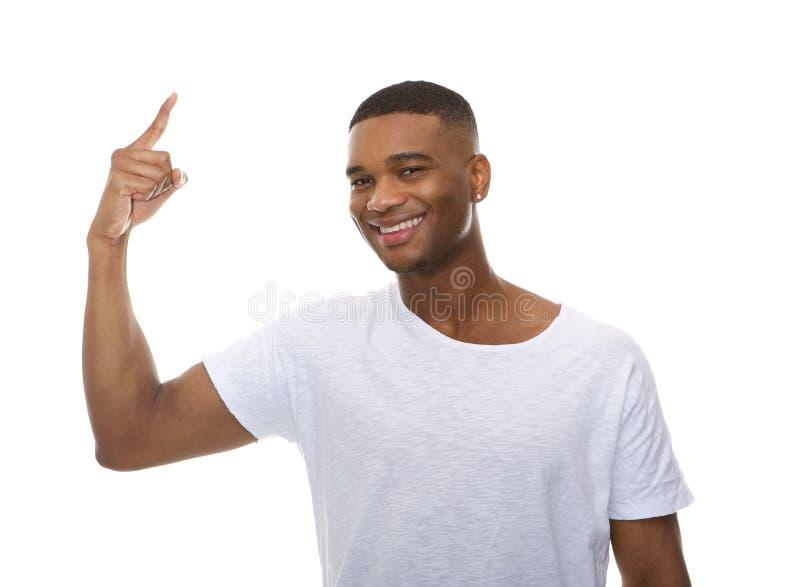 Schließen Sie herauf Porträt eines glücklichen jungen Mannes, der Finger zeigt lizenzfreies stockfoto