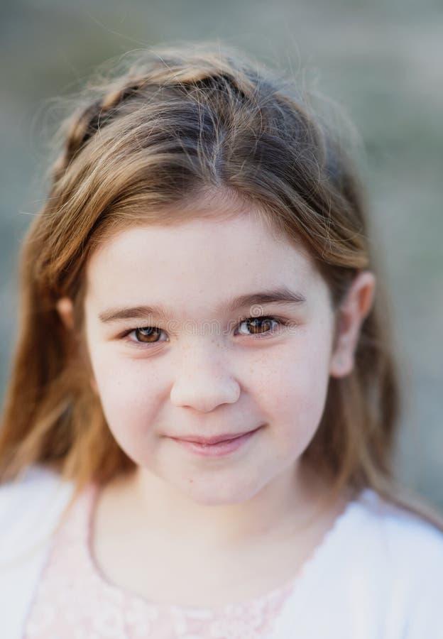 Schließen Sie herauf Porträt eines schönen netten Mädchens stockbild
