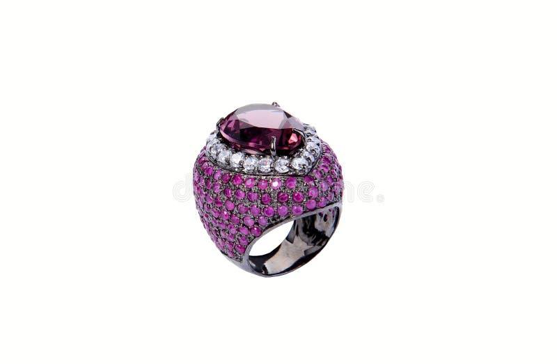 Schließen Sie herauf Ring mit Diamanten und Edelsteinen stockfoto