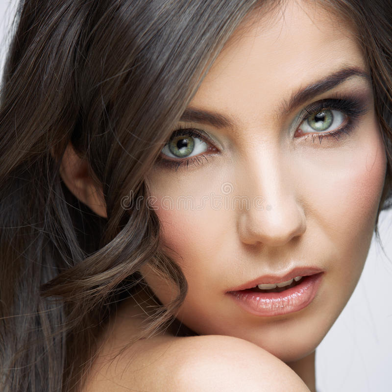 Schließen Sie herauf Schönheitsporträt der jungen Frau stockbild