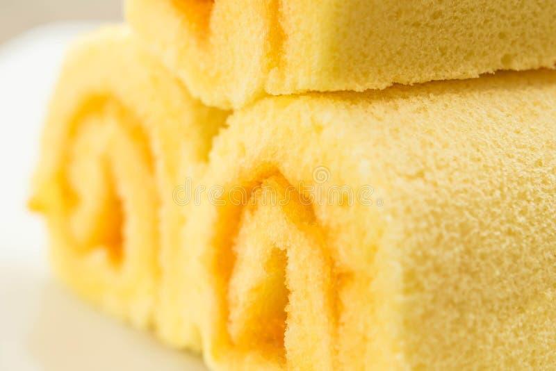 Schließen Sie herauf Scheibenrollenkuchen, orange Kuchen stockbild