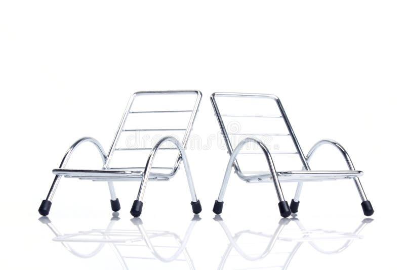Schließen Sie herauf silbernen Stahlstuhl zwei lizenzfreie stockbilder