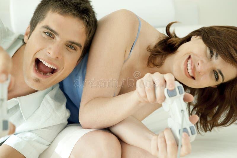 Schließen Sie Herauf Videospiele Auf Sofa Stockfotos