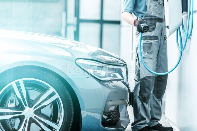 Schließen Sie Hybridfahrzeug an lizenzfreie stockfotos