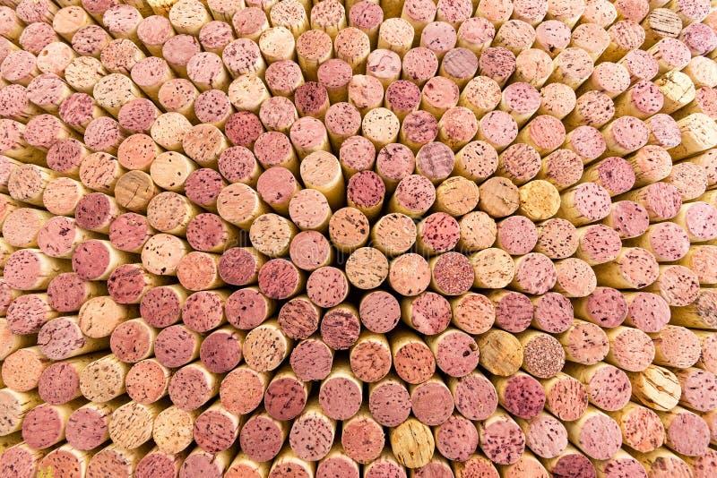 Schließen Sie oben auf dicht verpackten Rotweinkorken stockfotografie