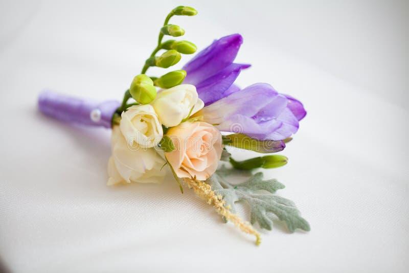 Schließen Sie oben vom Blumenzusatz der handgemachten Hochzeit stockfotos