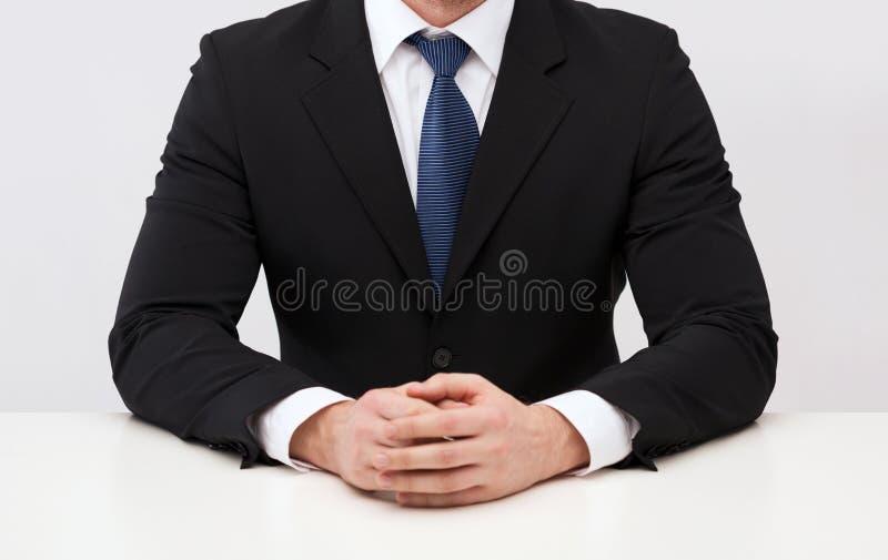 Schließen Sie oben vom buisnessman im Anzug und binden Sie stockbilder