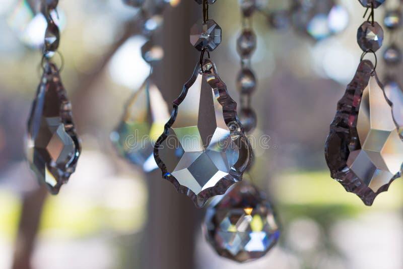 Schließen Sie oben vom Hängen von Crystal Glass Light Fixture stockbilder