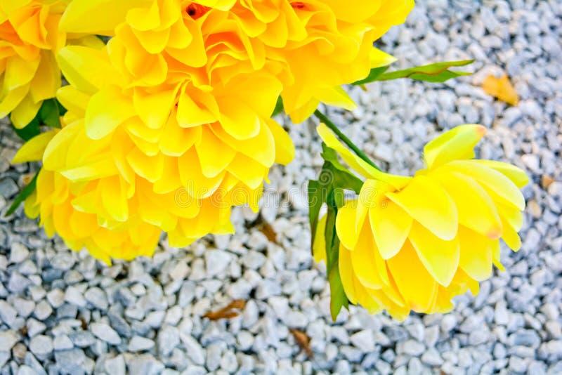 Schließen Sie oben vom künstliche Blumen-Blumenstrauß Silk Blumen stockbild