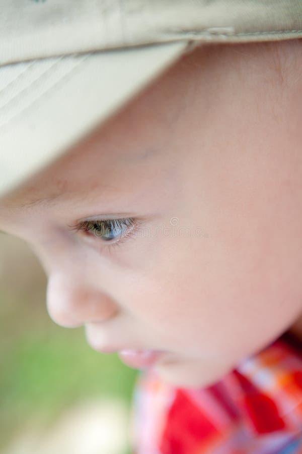 Schließen Sie oben vom Kind draußen lizenzfreie stockfotografie