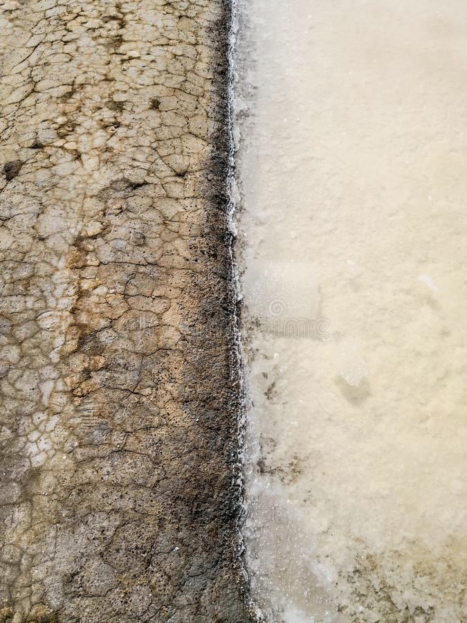 Schließen Sie oben vom traditionellen Salzbergwerk Isla Cristina, Huelva, Spanien Legt Sedimente, Kanäle und Schlickwatt nieder lizenzfreie stockfotografie