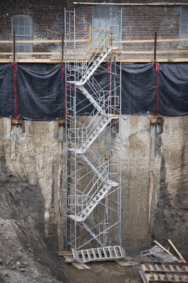 Schließen Sie oben von der Strichleiter auf einer Baustelle stockfotos