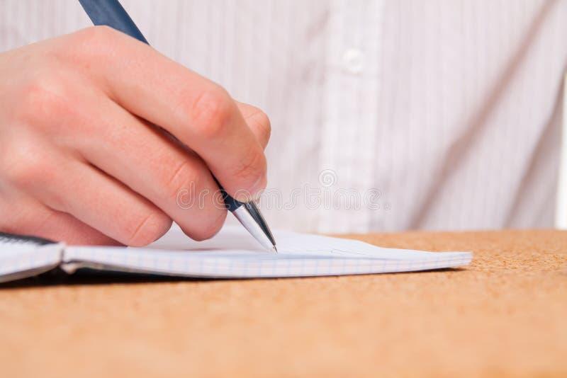 Schließen Sie oben von der Studentenhandschrift stockfotografie