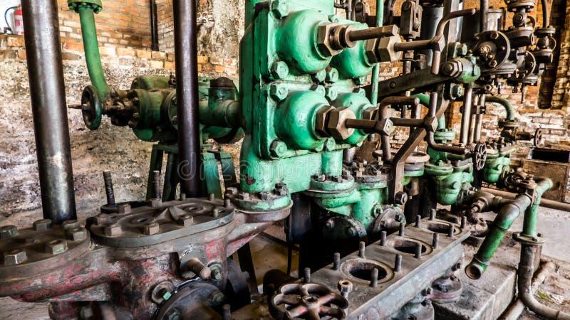 Schließen Sie oben von einer alten industriellen Maschine stockfoto