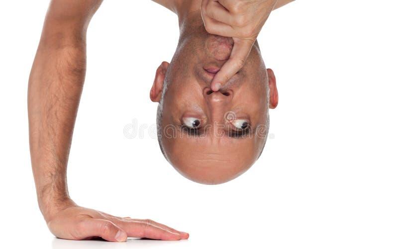 Schließen Sie oben von einer Mannstellung einerseits stockfotografie