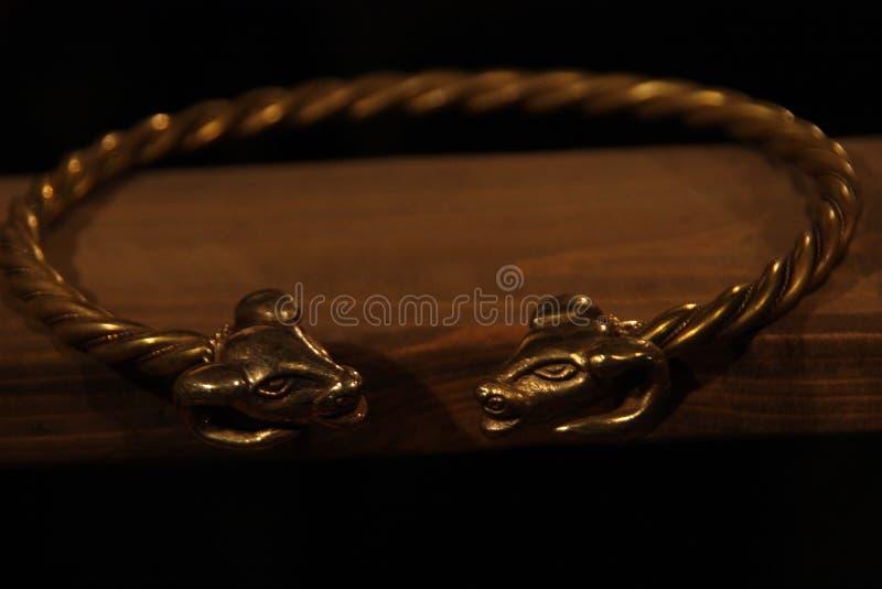 Schließen Sie oben von einer Wiedergabe eines keltischen Drehmoments stockfotografie