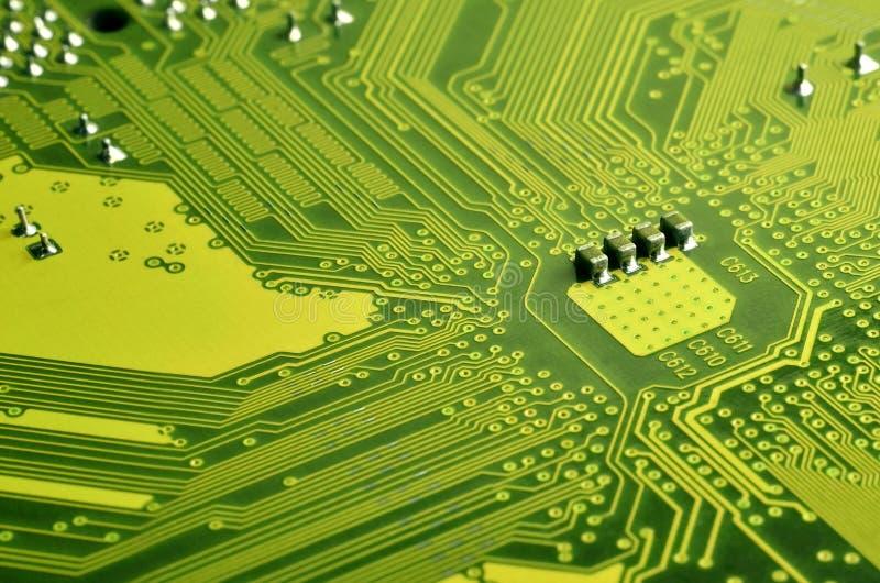 Schließen Sie oben von farbiger Mikroleiterplatte Abstrakter Technologie-Hintergrund Computermechanismus im Detail stockbild