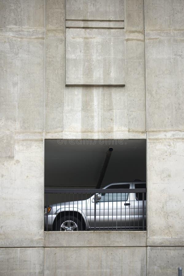 Schließen Sie oben von geparktem glattem Auto stockbilder