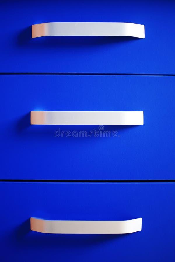 Schließen Sie oben von hellem blauem modernem Kommode lizenzfreie stockbilder