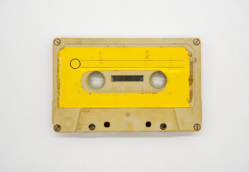 Schließen Sie oben von Magnetband für Tonaufzeichnungen Kassette lokalisiertes O der alten und schmutzigen Weinlese lizenzfreies stockbild