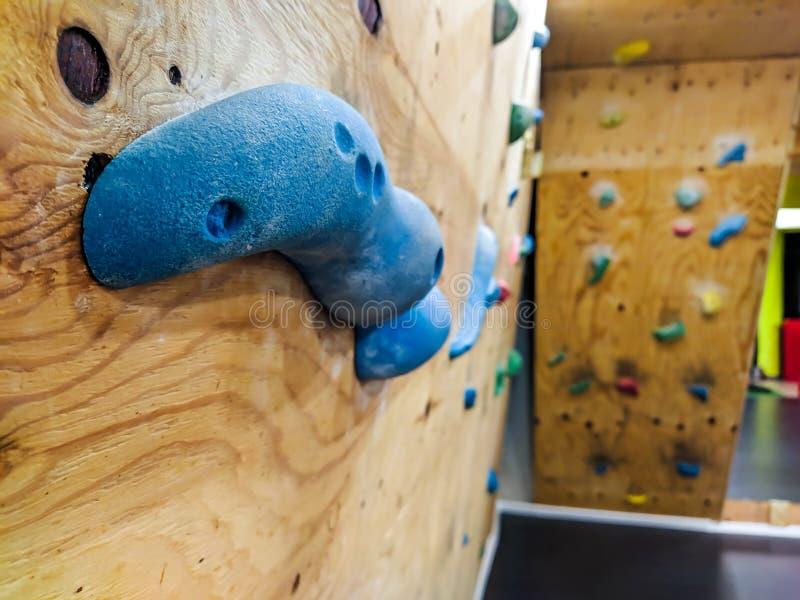 Schließung der Kletterwand für Gymnastik, die in Extrem- und Freizeitsport zum Aufstieg und zum Training und zur Simulation eines stockfotografie