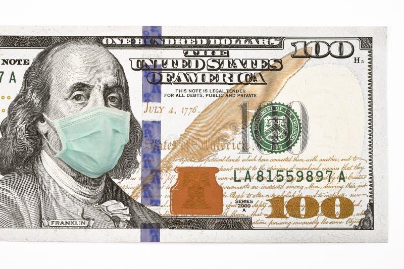 Schließung von 100-Dollar-Geldwechsel mit Gesichtsmaske stockbild