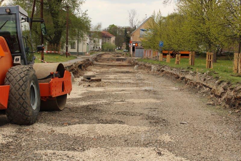 Schließungsstraße - Rekonstruktion und roadroller lizenzfreie stockfotos
