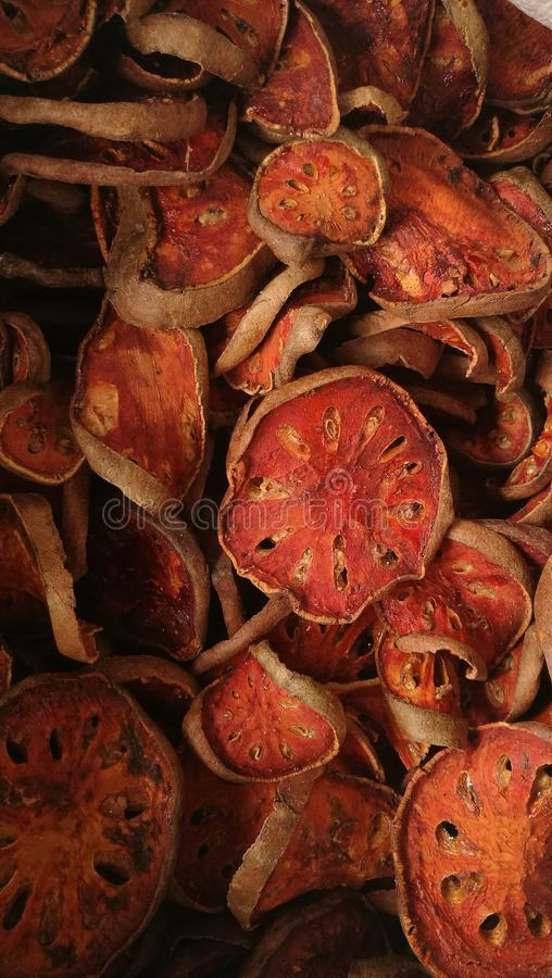 Schließen Sie oben von getrockneter bael Frucht lizenzfreies stockfoto