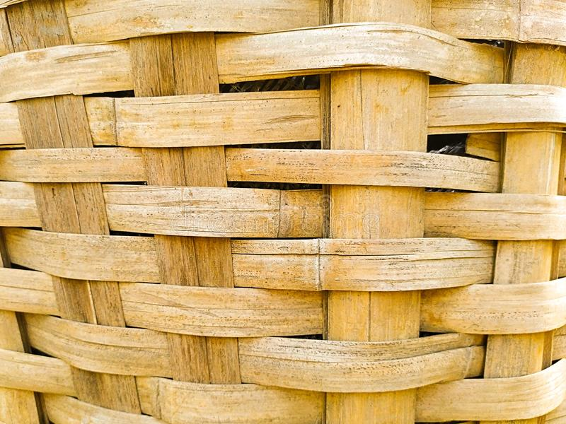 schlie?en Sie oben vom spinnenden Bambuskorb stockbild
