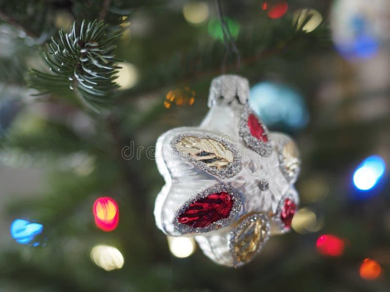 Schlie?en Sie oben von der Weihnachtsverzierung lizenzfreies stockbild