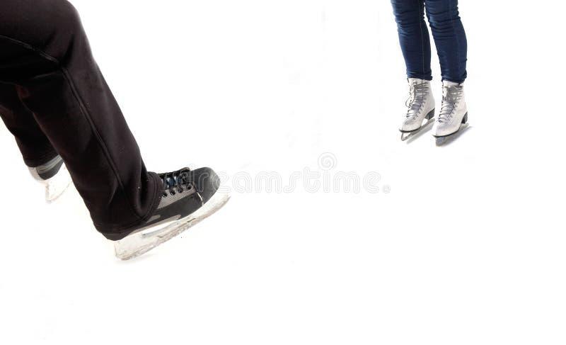 Schlittschuhläufer auf der Eisbahn lokalisiert auf Weiß stockfoto