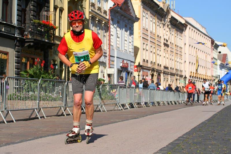 Schlittschuhläufer auf Kosice-Friedensmarathon lizenzfreie stockfotos
