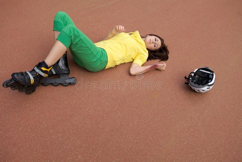 Schlittschuhläufer verletzt lizenzfreies stockbild