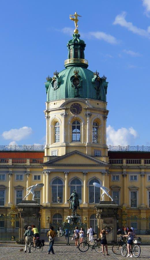 Schloss的夏洛登堡骑自行车者 免版税库存照片