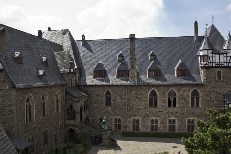 Download Schloss stockbild. Bild von gebäude, denkmal, haus, yard - 27734189