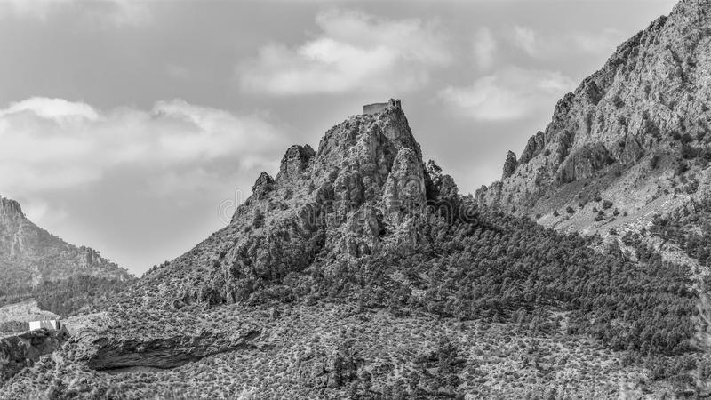 Schloss auf dem Berg Schwarzweiss stockbilder