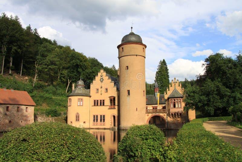 Schloss auf einem See Mespelbrunn Deutschland lizenzfreies stockbild