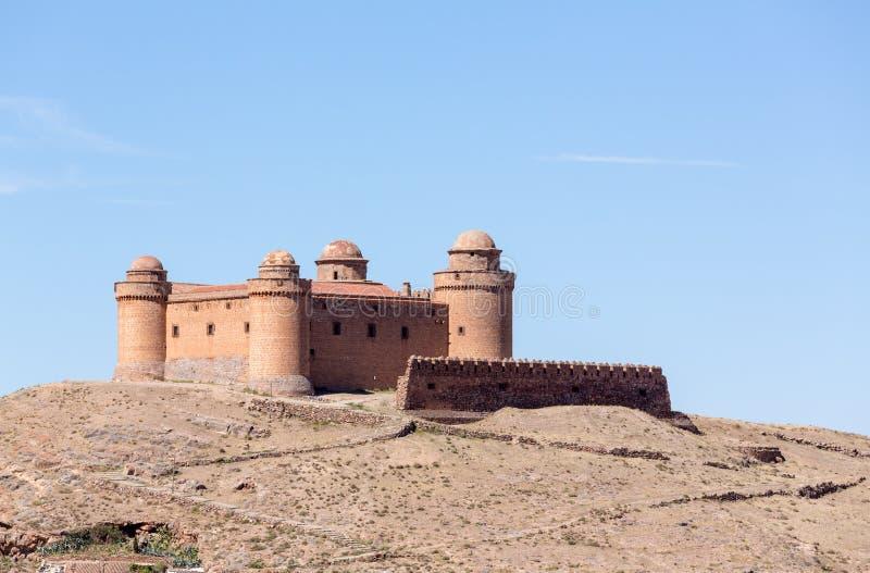 Schloss auf Gipfel über La Calahorra Spanien lizenzfreie stockbilder
