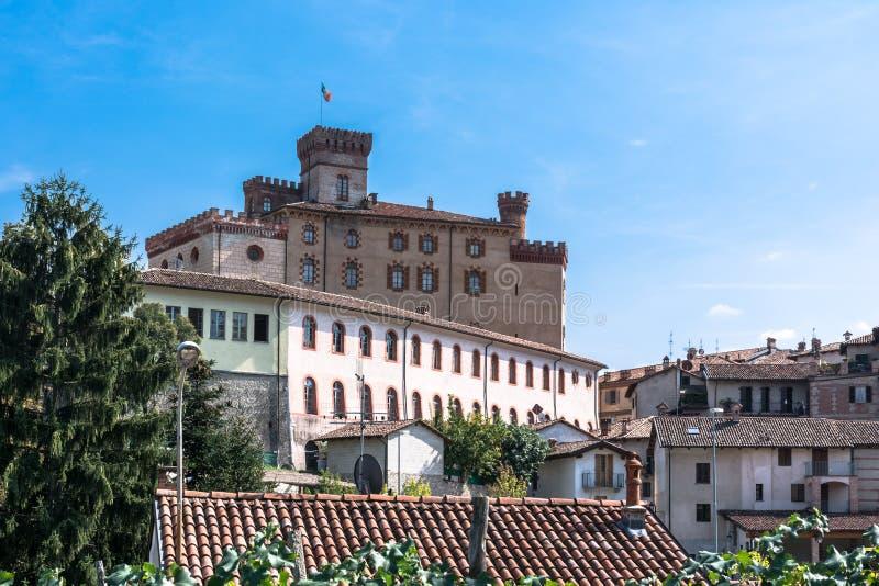 Schloss in Barolo, Italien lizenzfreie stockfotografie