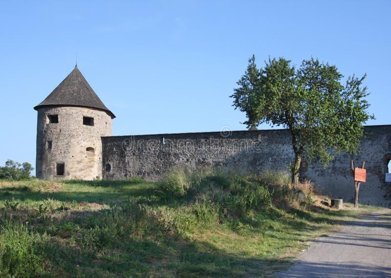 Schloss Bzovik, Slowakei stockbilder